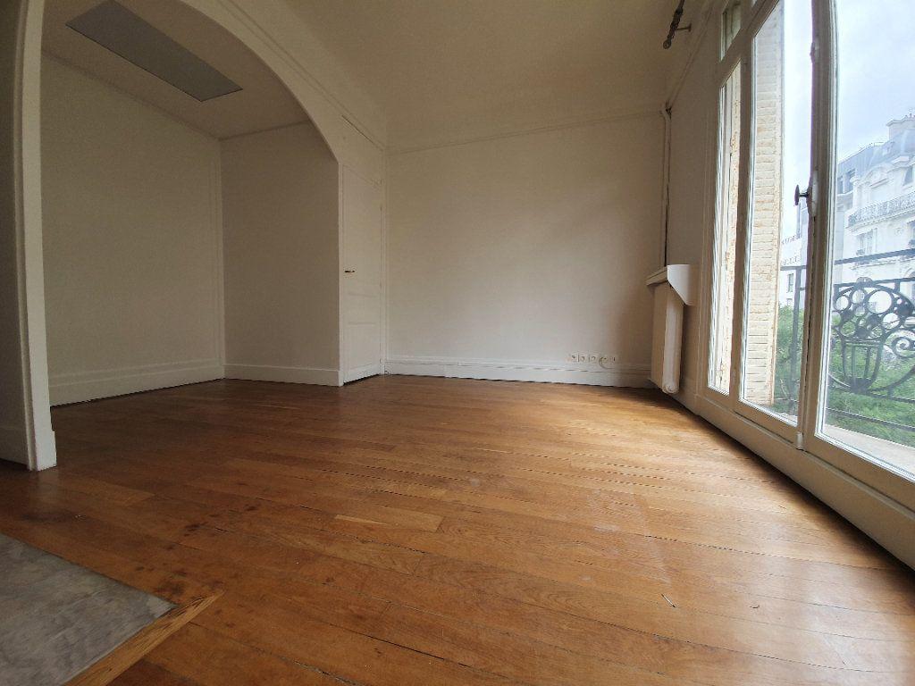 Appartement à louer 4 132.47m2 à Paris 16 vignette-4