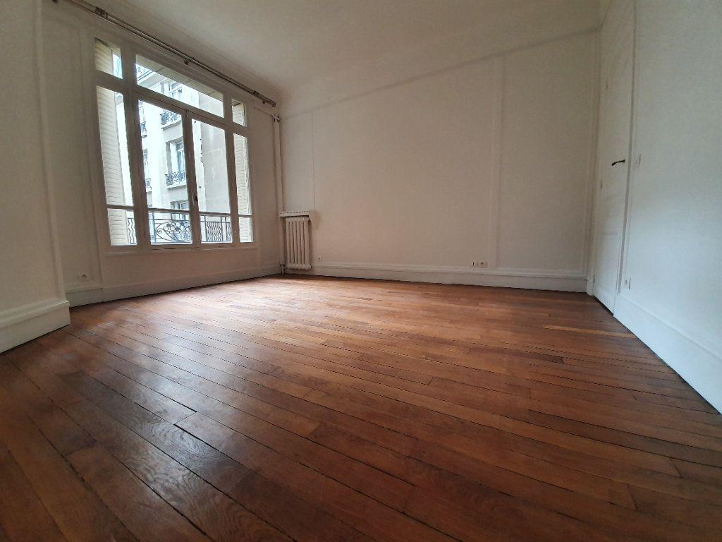 Appartement à louer 4 132.47m2 à Paris 16 vignette-6