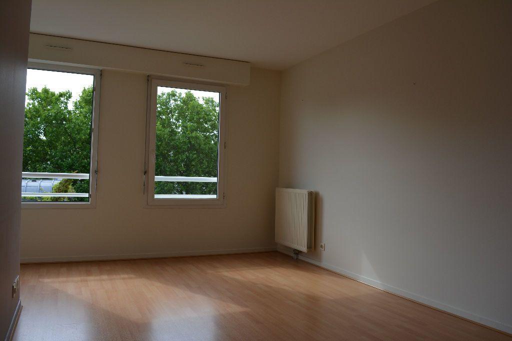 Appartement à louer 2 51.1m2 à Suresnes vignette-2