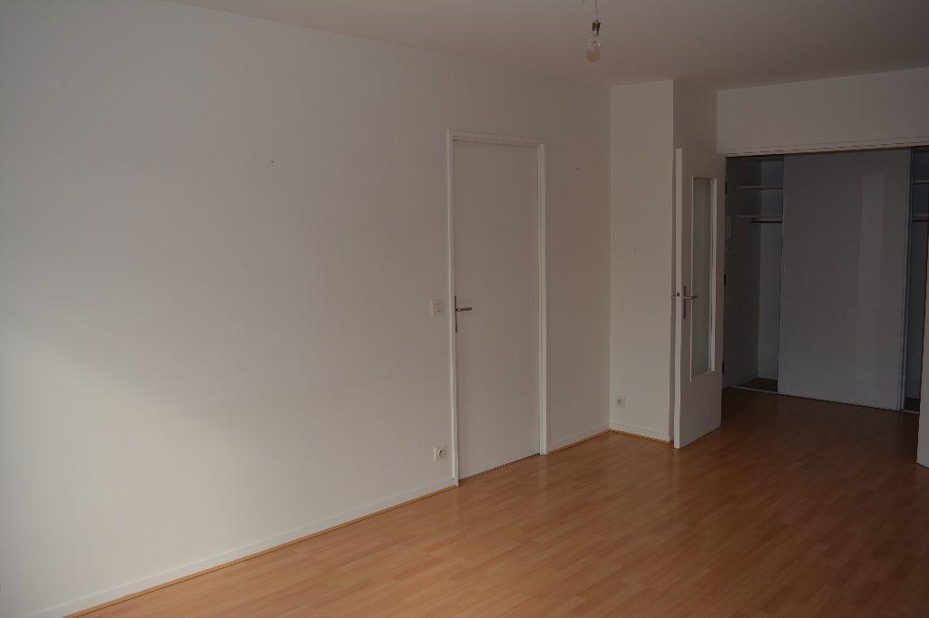 Appartement à louer 2 51.1m2 à Suresnes vignette-3