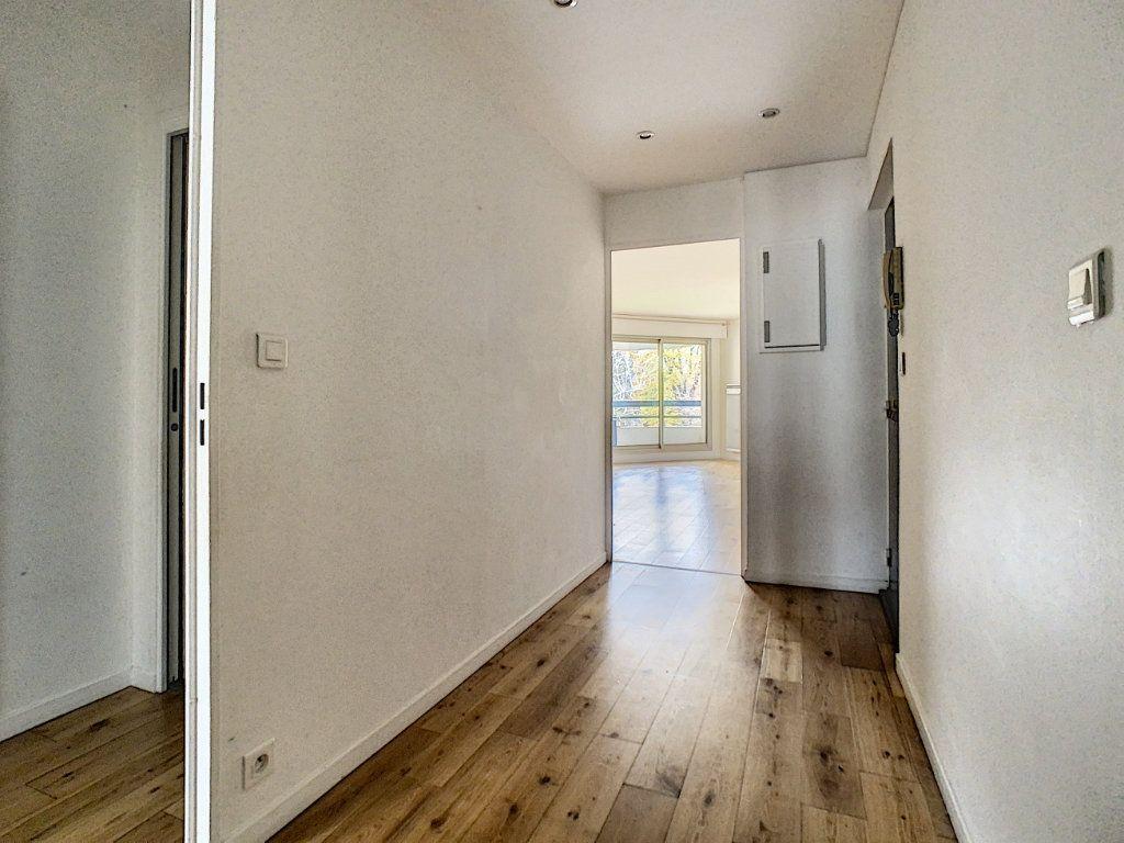 Appartement à louer 4 78m2 à Suresnes vignette-9