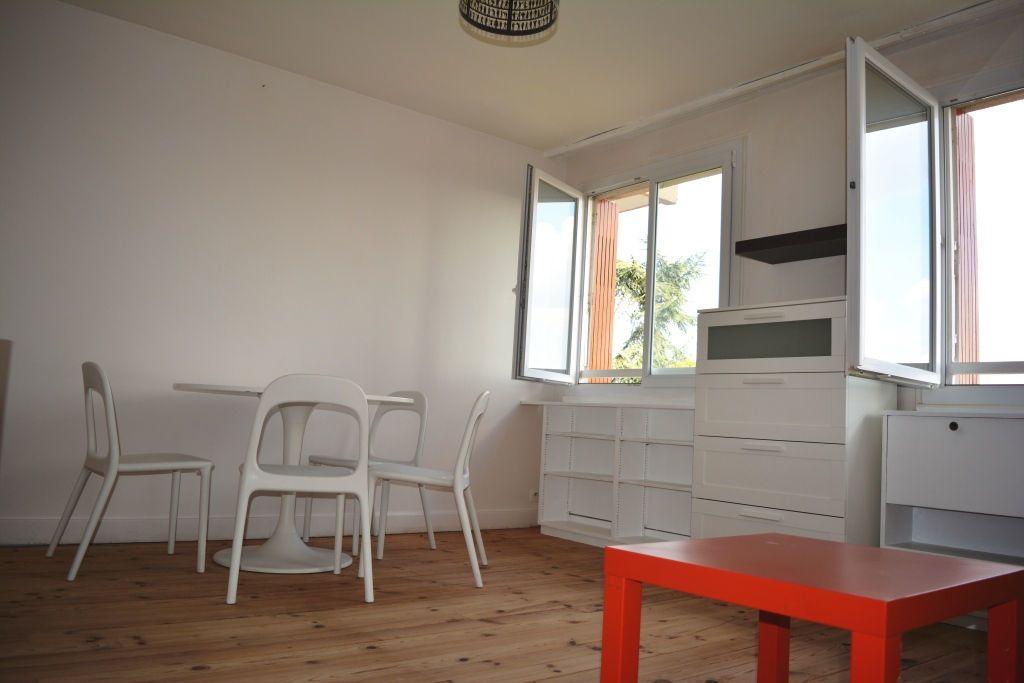 Appartement à louer 3 60.08m2 à Suresnes vignette-3