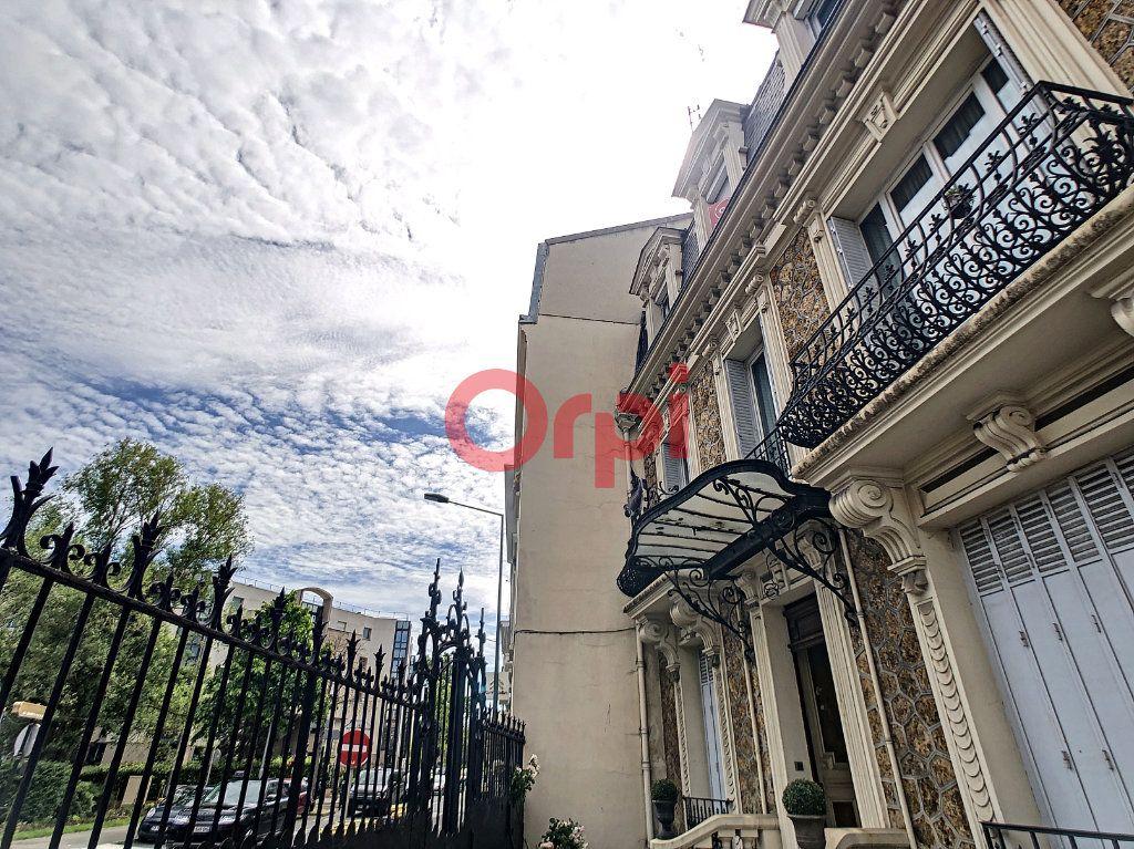 Appartement à vendre 4 115m2 à Suresnes vignette-2