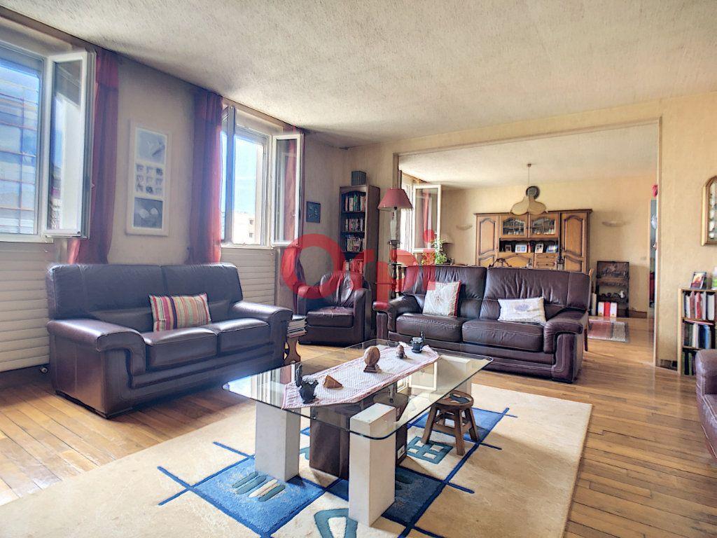 Appartement à vendre 4 115m2 à Suresnes vignette-3