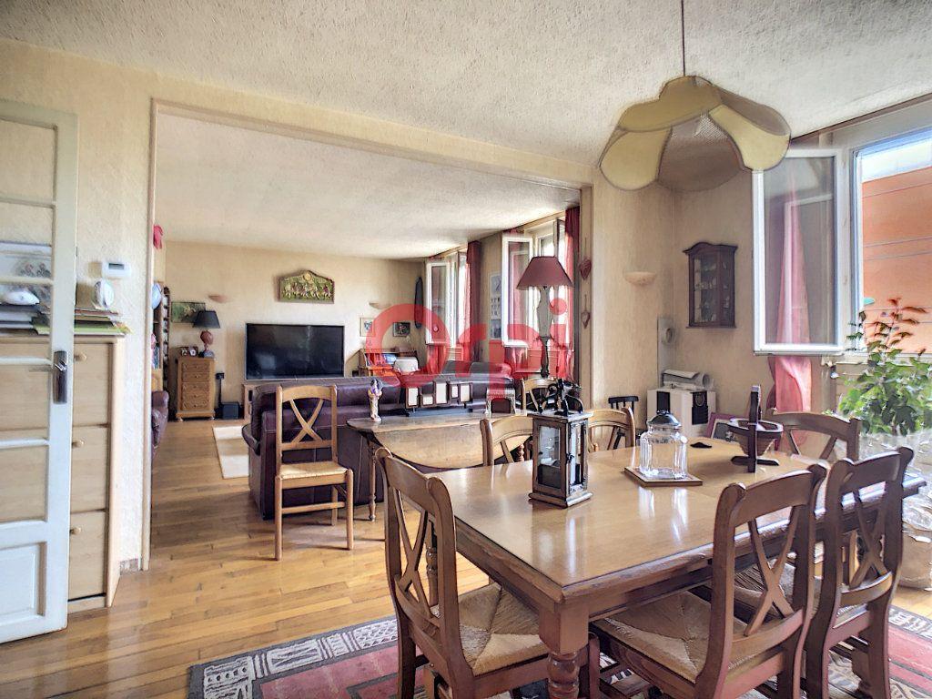 Appartement à vendre 4 115m2 à Suresnes vignette-4