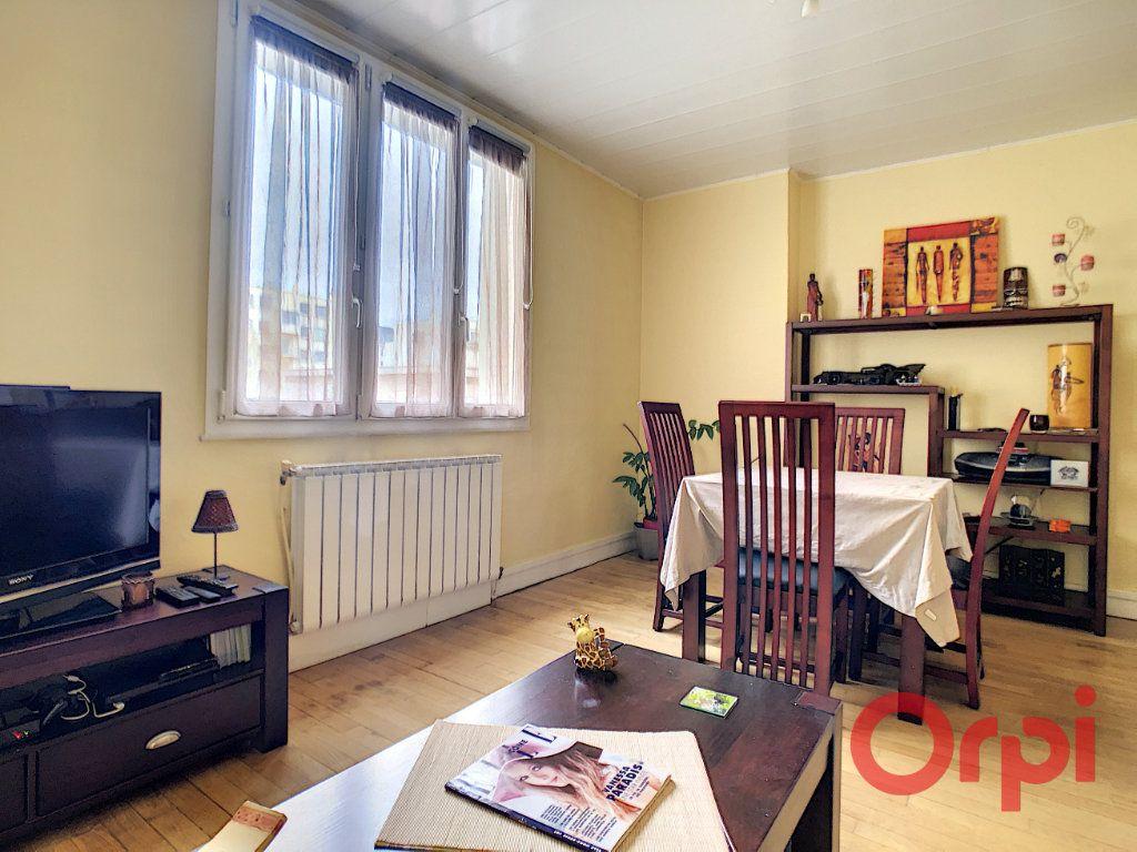 Appartement à vendre 3 72m2 à Courbevoie vignette-2