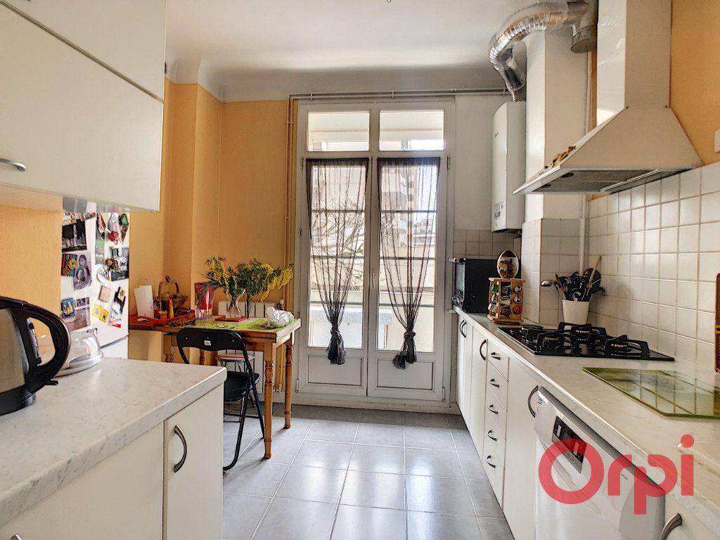 Appartement à vendre 3 72m2 à Courbevoie vignette-3