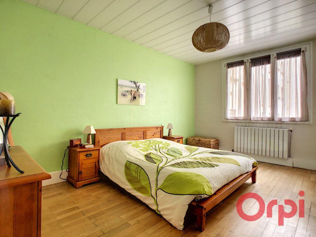 Appartement à vendre 3 72m2 à Courbevoie vignette-4