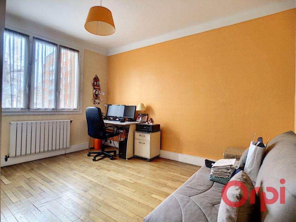 Appartement à vendre 3 72m2 à Courbevoie vignette-5