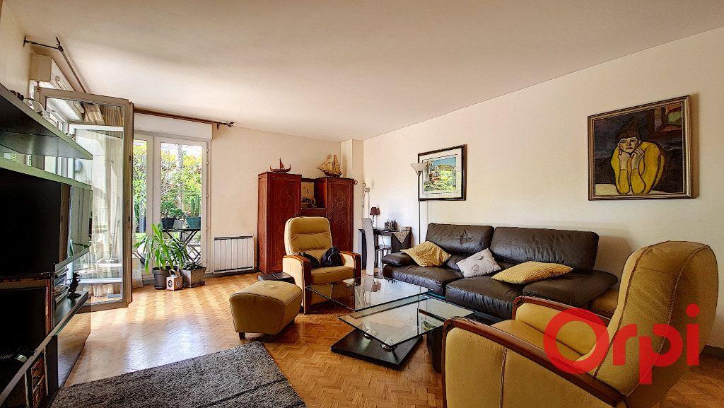 Appartement à vendre 5 106.47m2 à Suresnes vignette-3