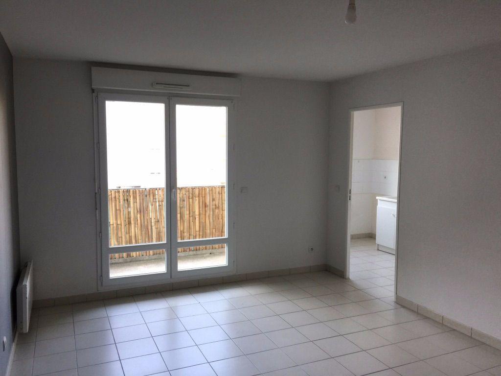 Appartement à louer 3 60.43m2 à Vierzon vignette-3