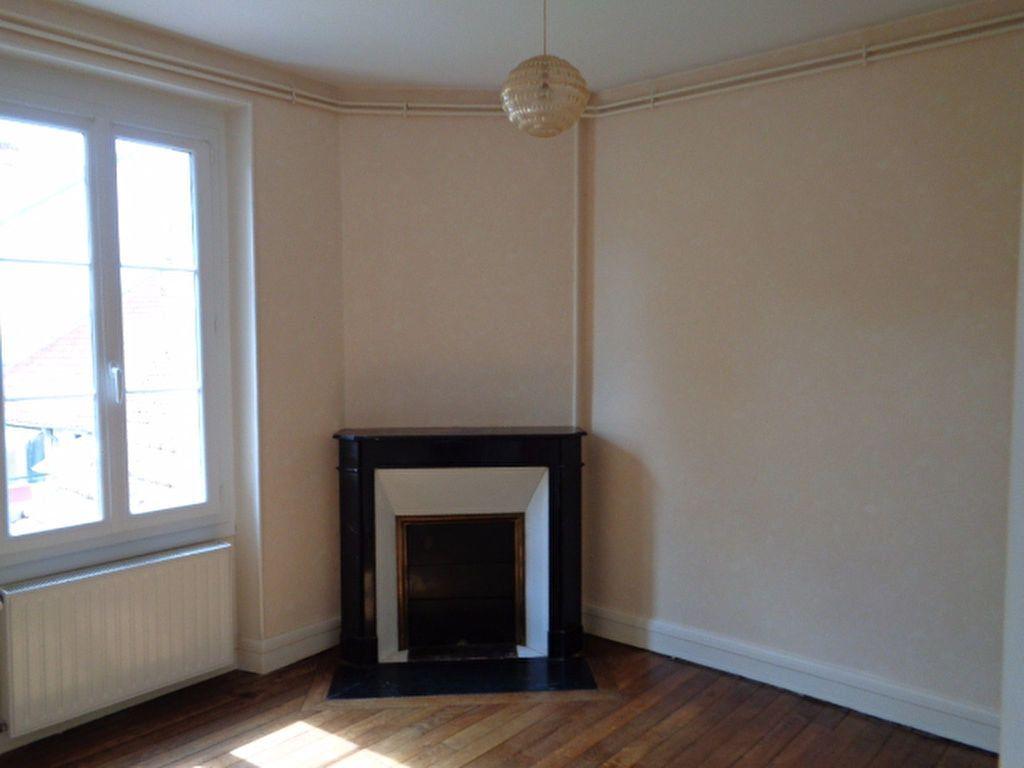 Appartement à louer 3 56m2 à Salbris vignette-1