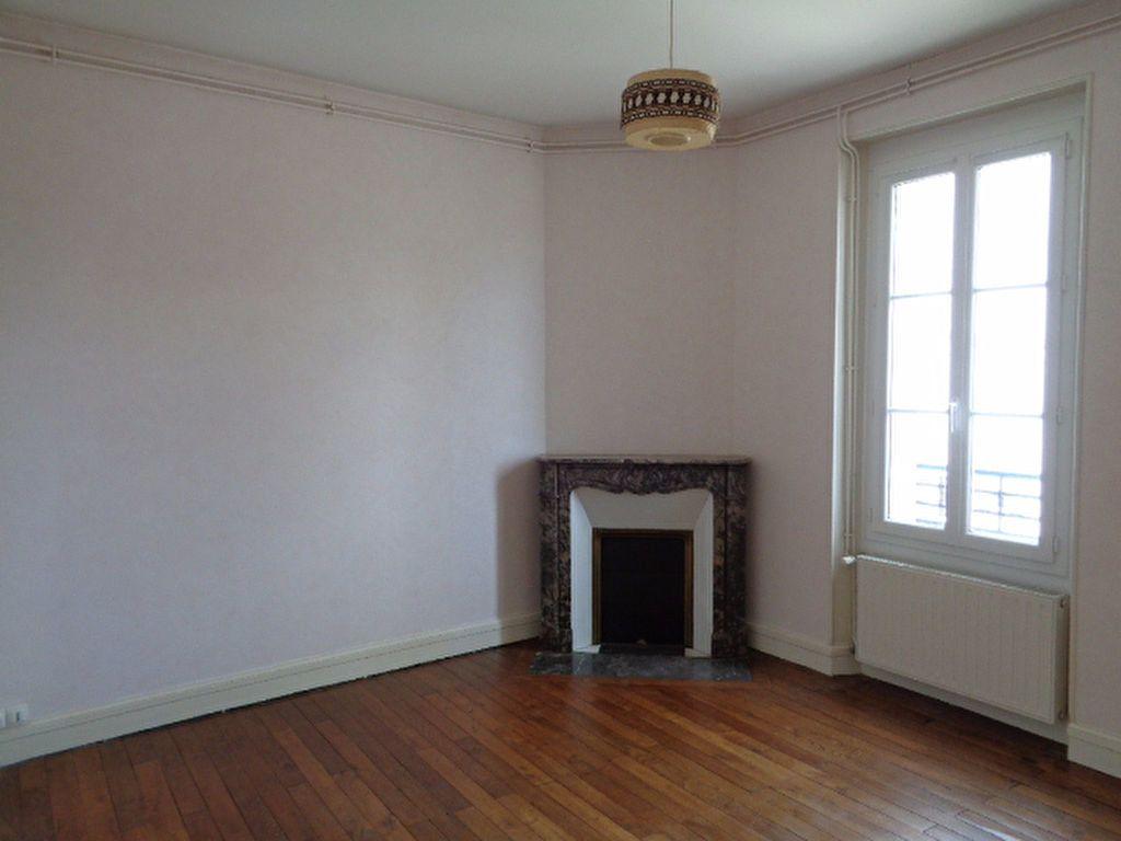 Appartement à louer 3 56m2 à Salbris vignette-2