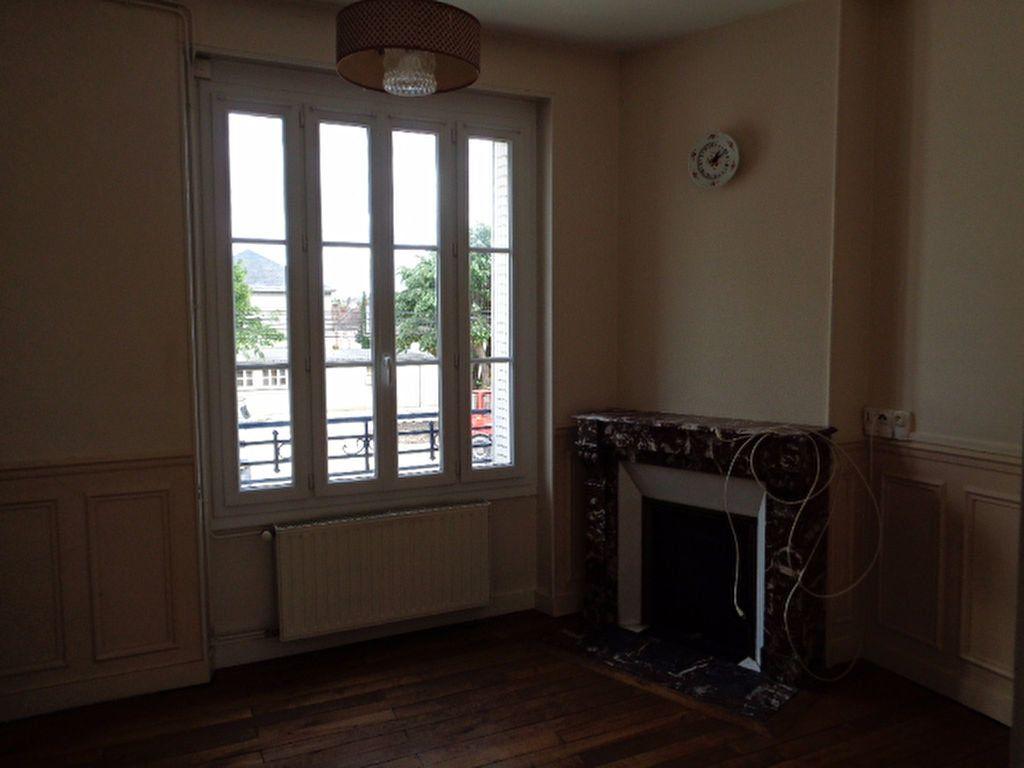 Appartement à louer 3 56m2 à Salbris vignette-3