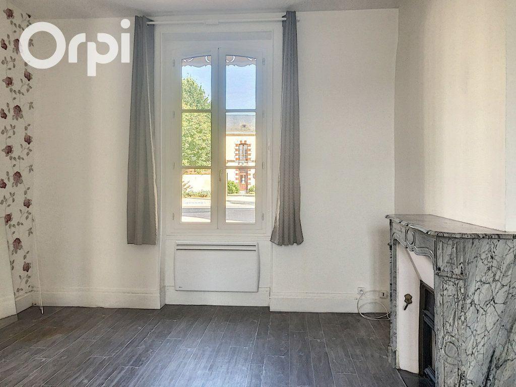Maison à louer 5 108m2 à Selles-Saint-Denis vignette-3