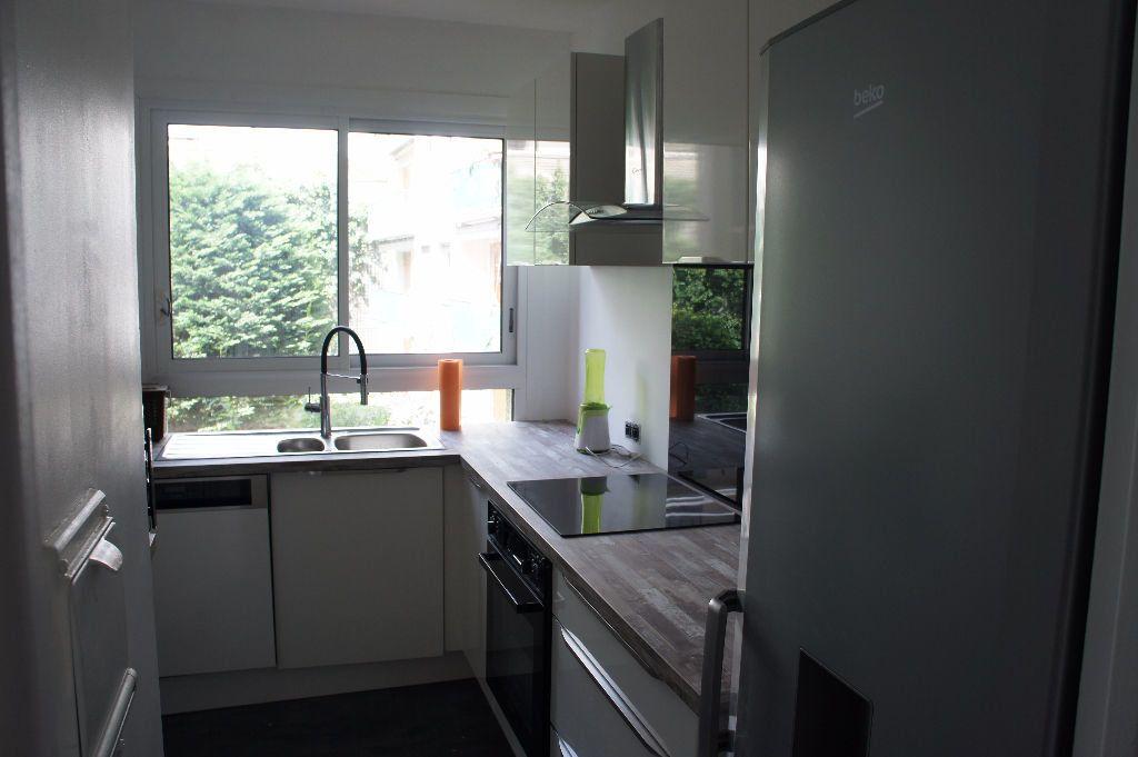 Appartement à louer 3 62m2 à Paris 12 vignette-2