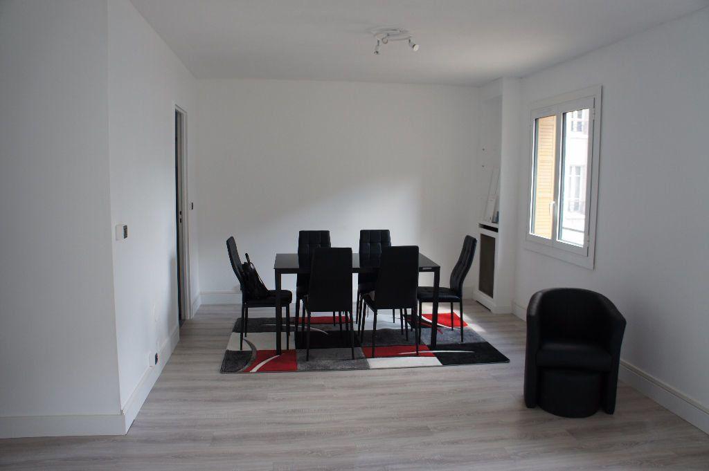 Appartement à louer 3 62m2 à Paris 12 vignette-3