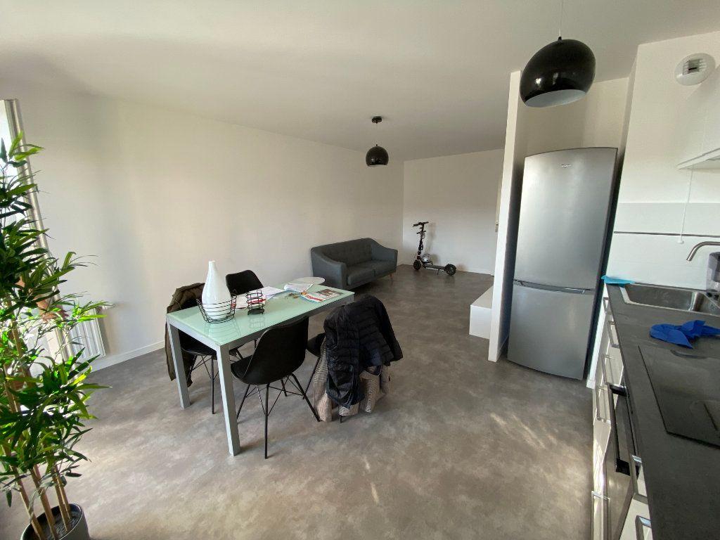Appartement à louer 3 63m2 à Romainville vignette-1