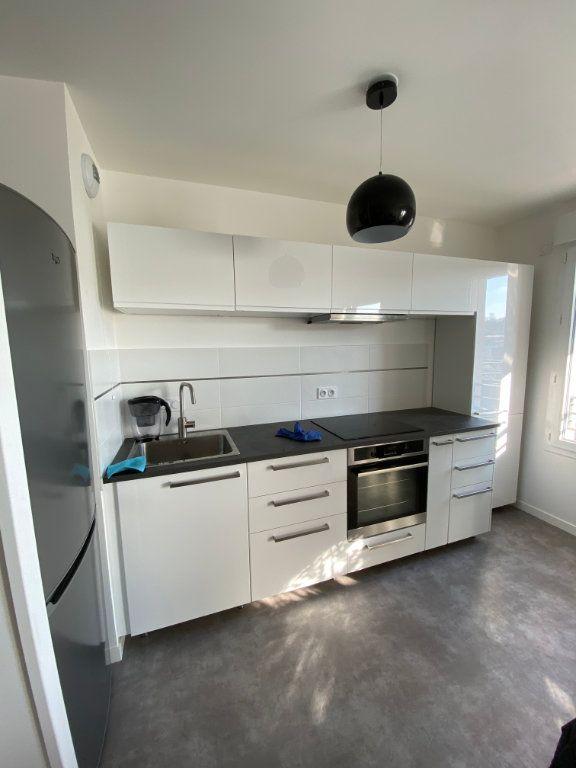 Appartement à louer 3 63m2 à Romainville vignette-2