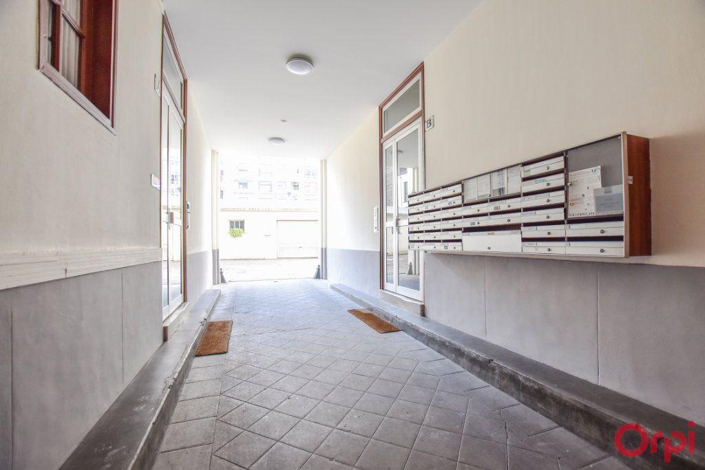 Appartement à vendre 3 49m2 à Paris 12 vignette-2
