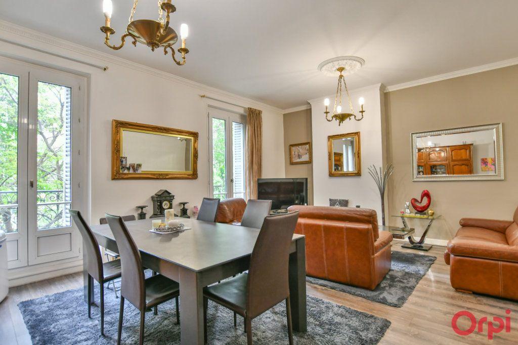 Appartement à vendre 4 82.94m2 à Paris 10 vignette-1