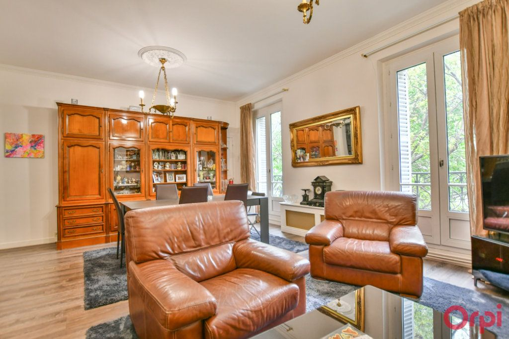 Appartement à vendre 4 82.94m2 à Paris 10 vignette-3