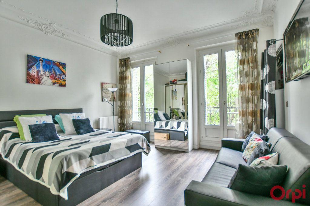 Appartement à vendre 4 82.94m2 à Paris 10 vignette-5