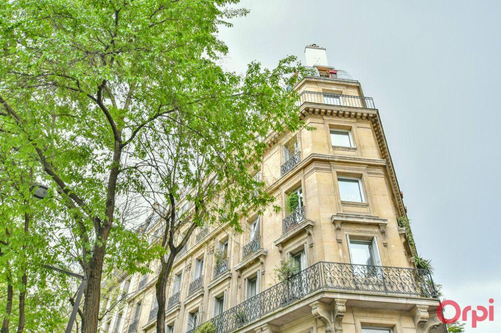 Appartement à vendre 4 82.94m2 à Paris 10 vignette-9