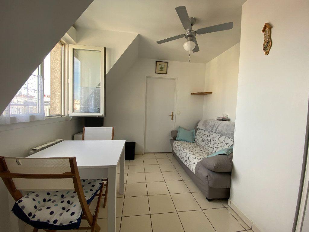 Appartement à louer 2 24m2 à Paris 12 vignette-1
