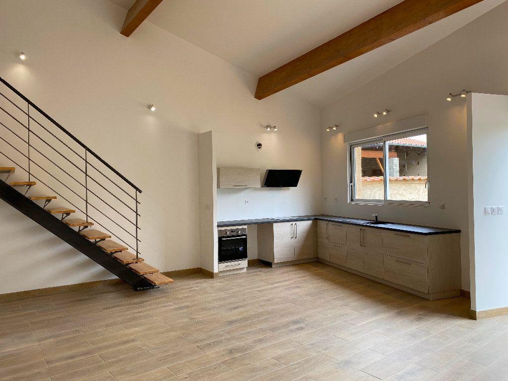 Appartement à louer 4 104.57m2 à Courzieu vignette-2