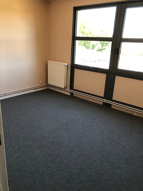 Appartement à louer 5 106.9m2 à Ivry-la-Bataille vignette-1