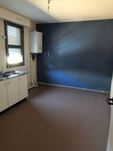 Appartement à louer 5 106.9m2 à Ivry-la-Bataille vignette-2