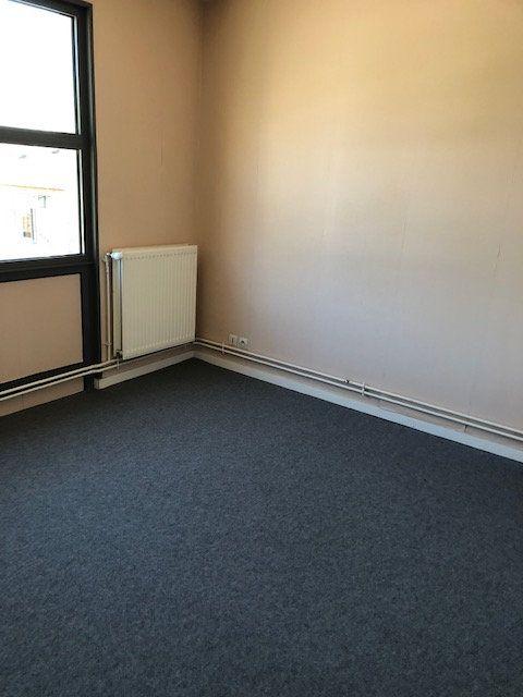 Appartement à louer 5 106.9m2 à Ivry-la-Bataille vignette-7