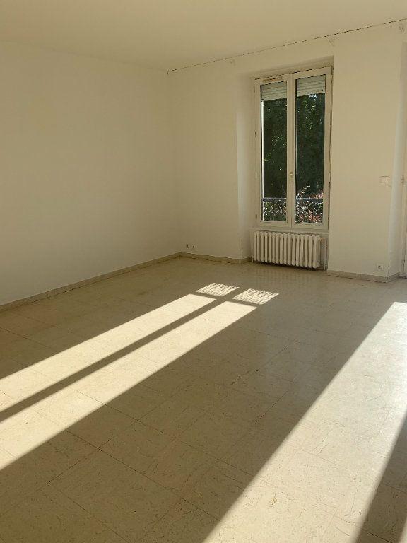 Maison à louer 6 174m2 à Étrépilly vignette-3