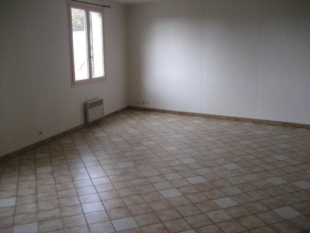 Appartement à louer 2 54.2m2 à Germigny-sous-Coulombs vignette-2