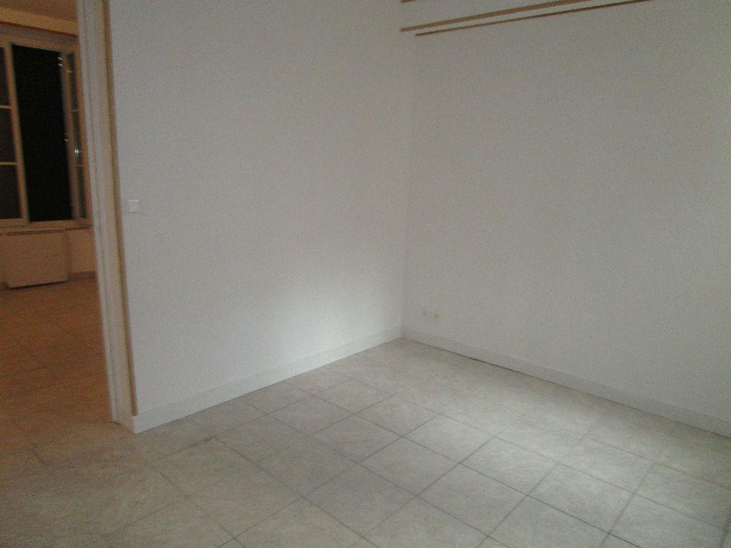 Appartement à louer 3 40.8m2 à Meaux vignette-2