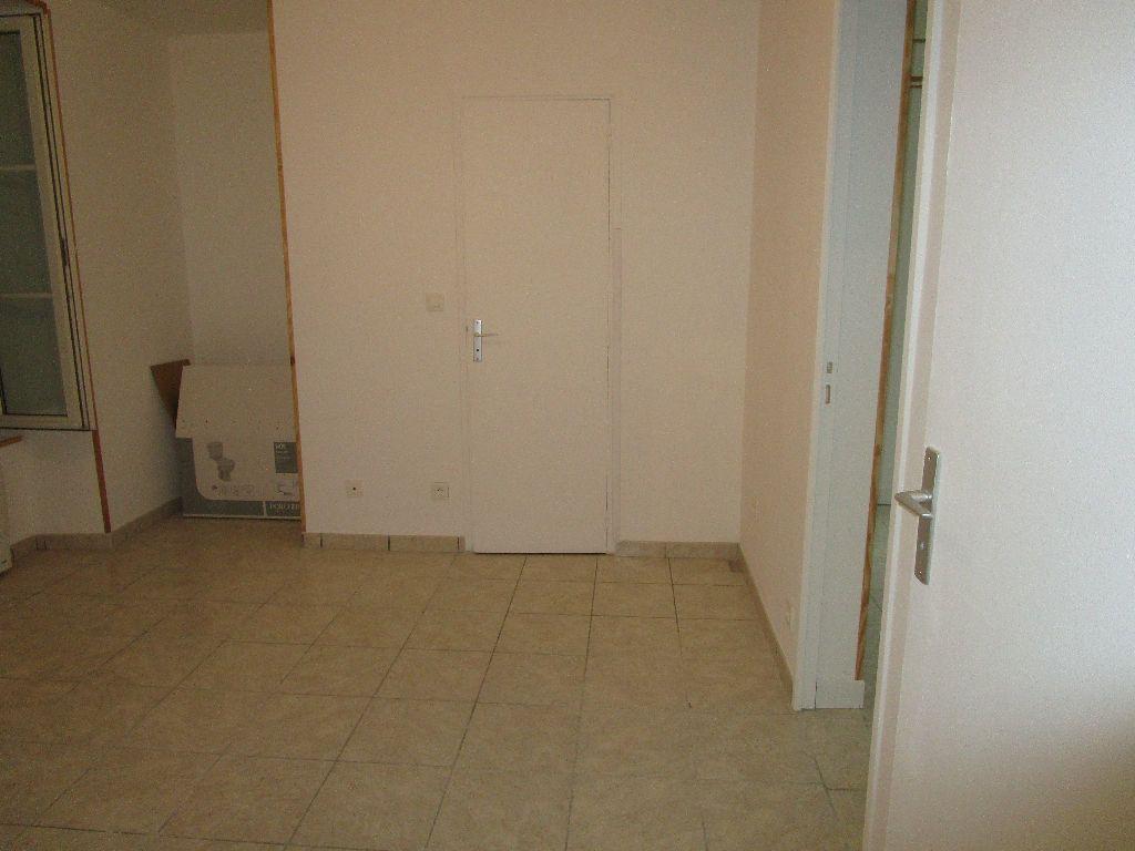 Appartement à louer 3 40.8m2 à Meaux vignette-3