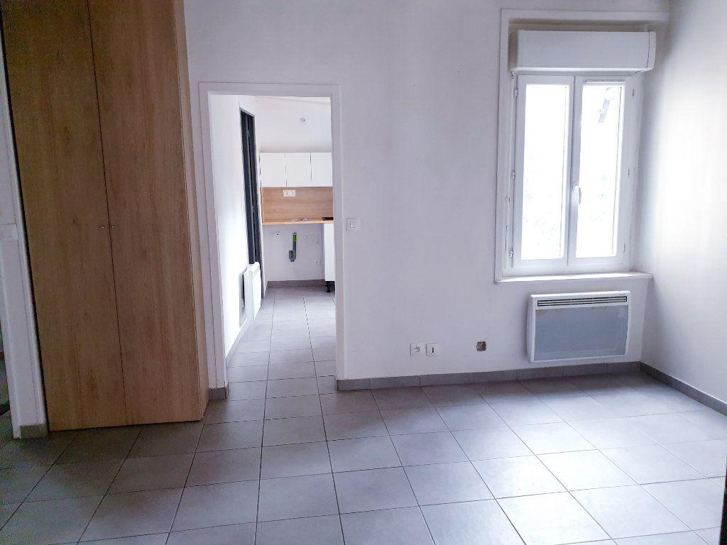 Appartement à louer 2 35m2 à Ussy-sur-Marne vignette-5