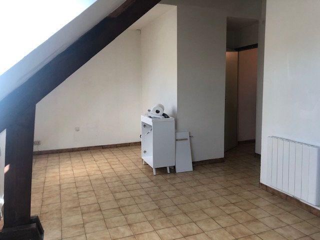 Appartement à louer 1 23m2 à Saint-Nazaire vignette-2