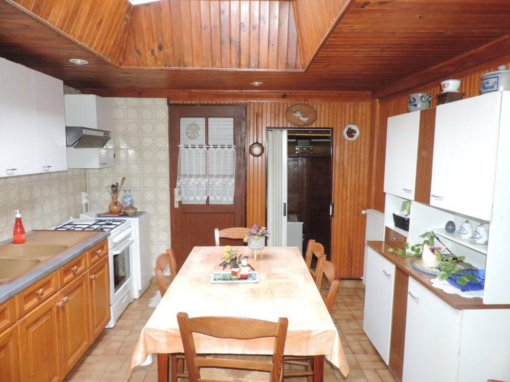 Maison à vendre 3 100m2 à Saint-Malo-de-Guersac vignette-1