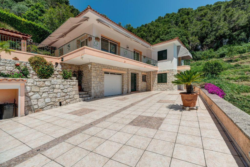 Maison à vendre 6 230m2 à Villefranche-sur-Mer vignette-3