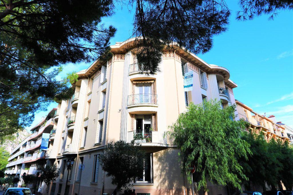 Appartement à vendre 3 75m2 à Beaulieu-sur-Mer vignette-1