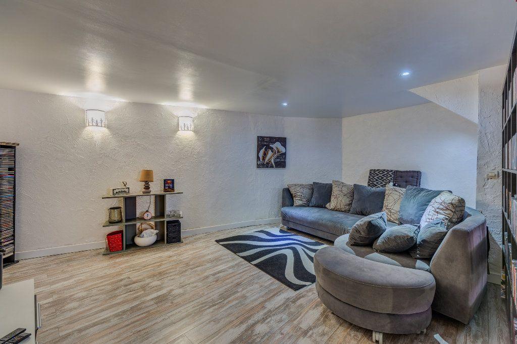 Appartement à vendre 4 106m2 à L'Escarène vignette-3
