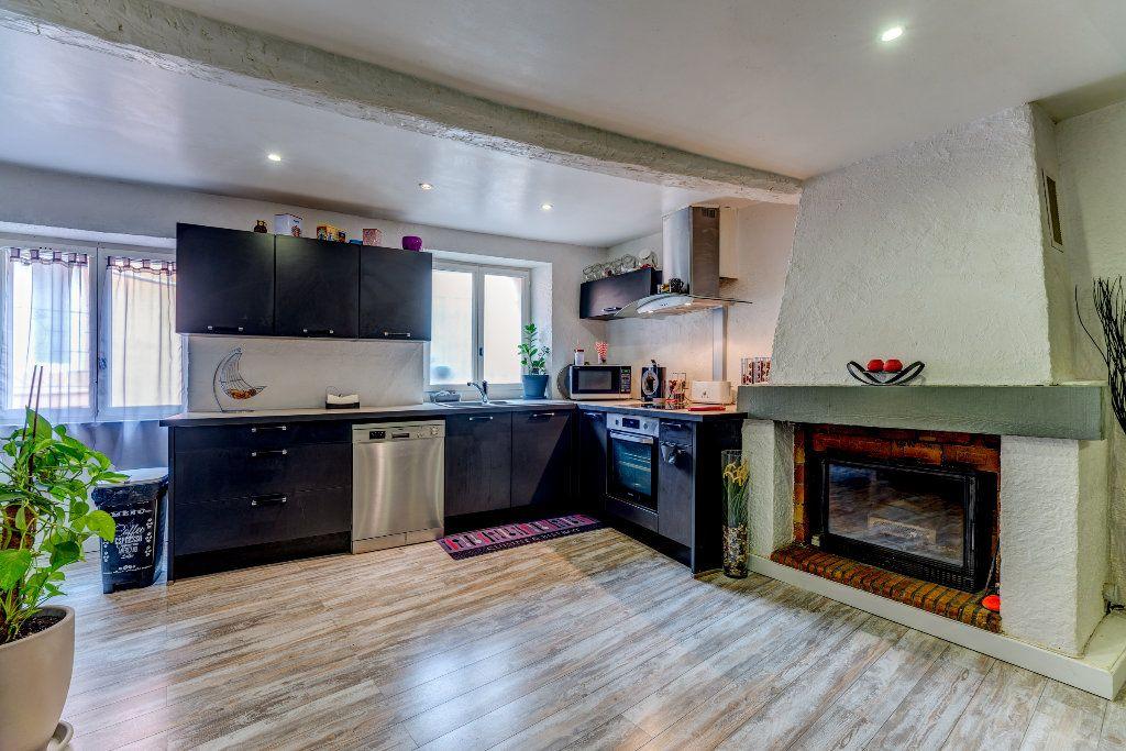 Appartement à vendre 4 106m2 à L'Escarène vignette-1