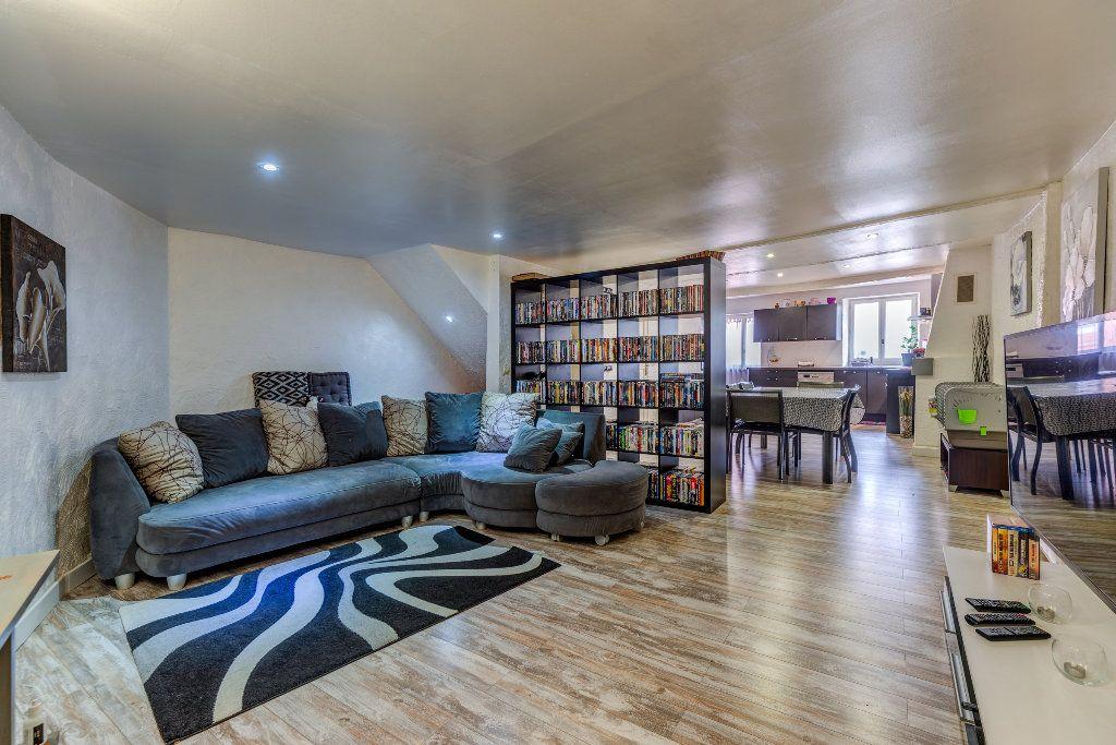 Appartement à vendre 4 106m2 à L'Escarène vignette-2