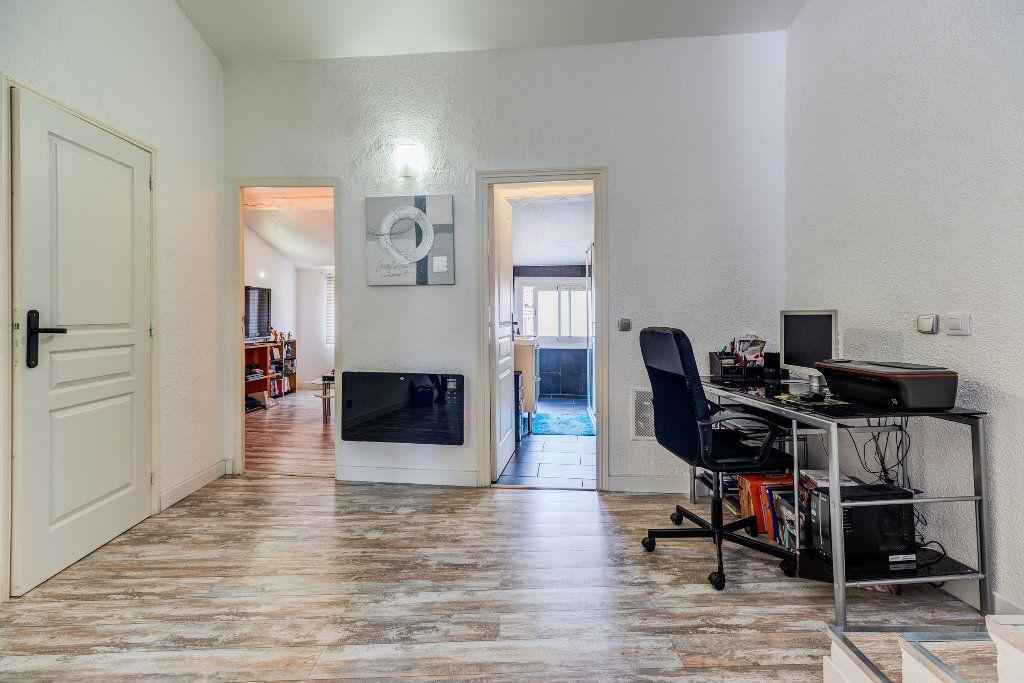 Appartement à vendre 4 106m2 à L'Escarène vignette-8