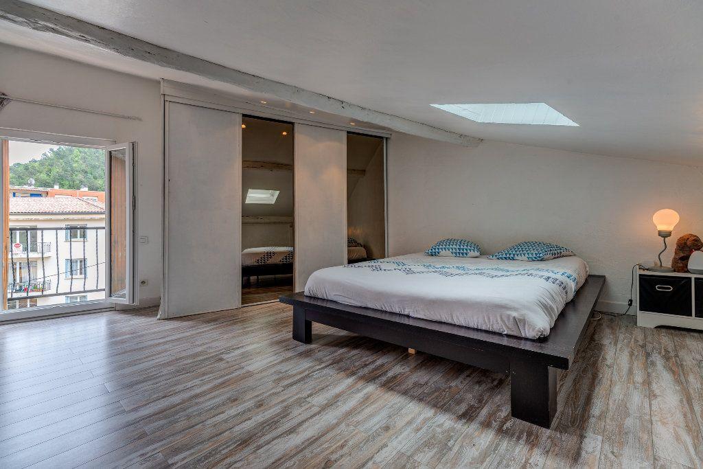 Appartement à vendre 4 106m2 à L'Escarène vignette-11
