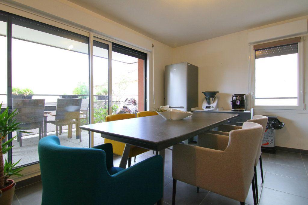 Appartement à louer 3 59.3m2 à Thionville vignette-2