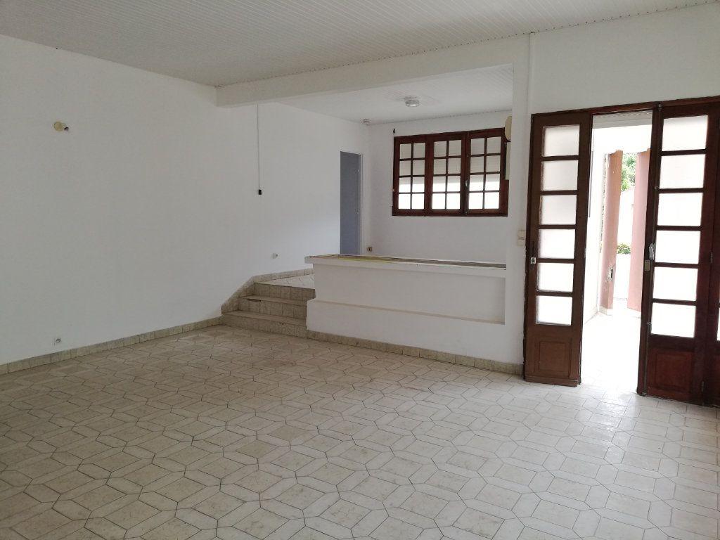 Maison à vendre 7 160m2 à Le Lorrain vignette-1