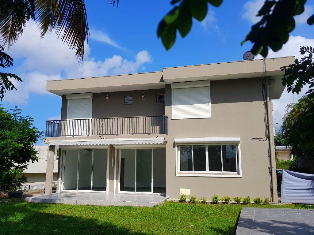 Maison à vendre 7 330.31m2 à Schoelcher vignette-1